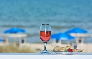 beach-wine-1445246-m