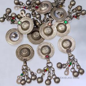 etniczne guziki metalowe w stylizacjach boho-chic